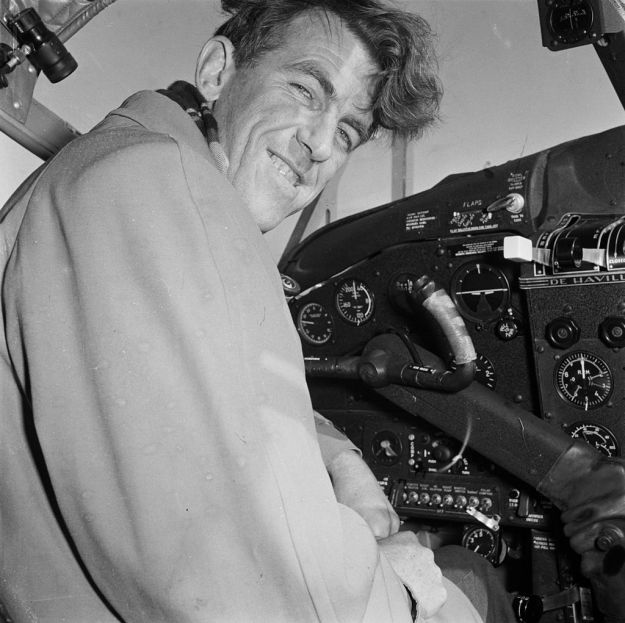 Sir_Edmund_Hillary_in_the_cockpit